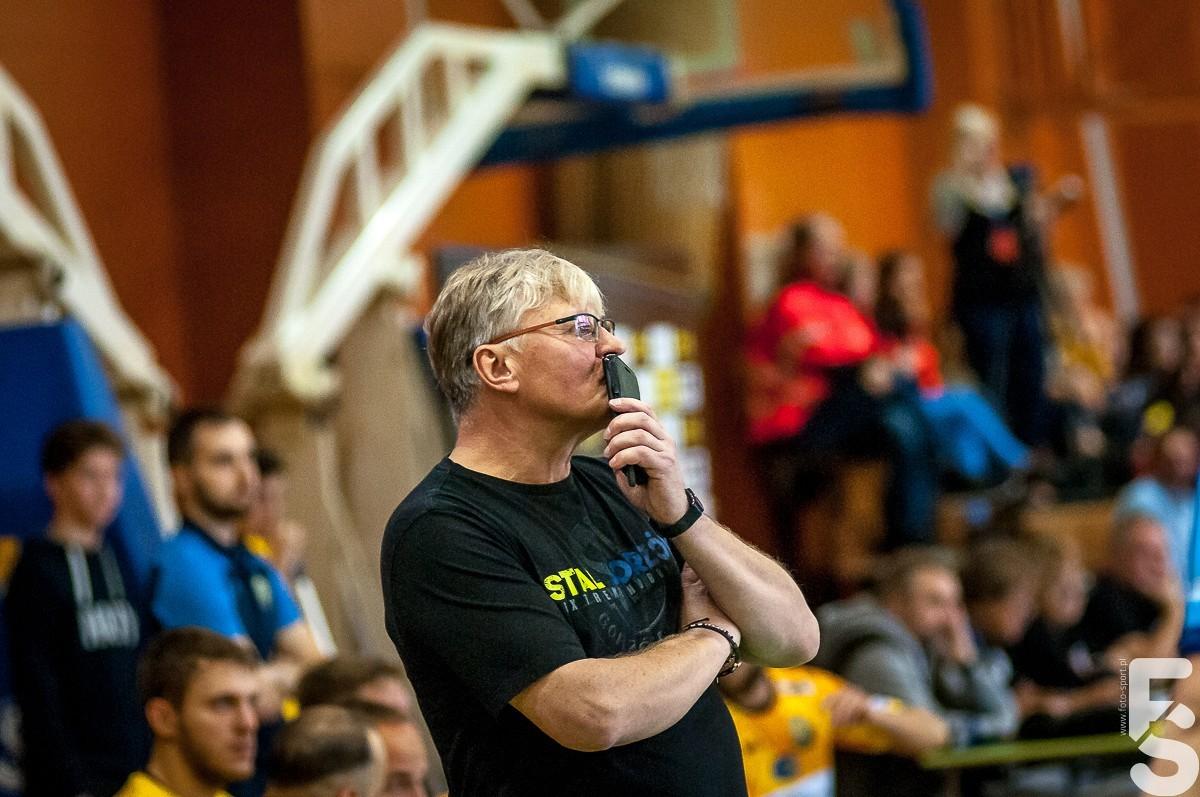 trener piłkarzy ręcznych